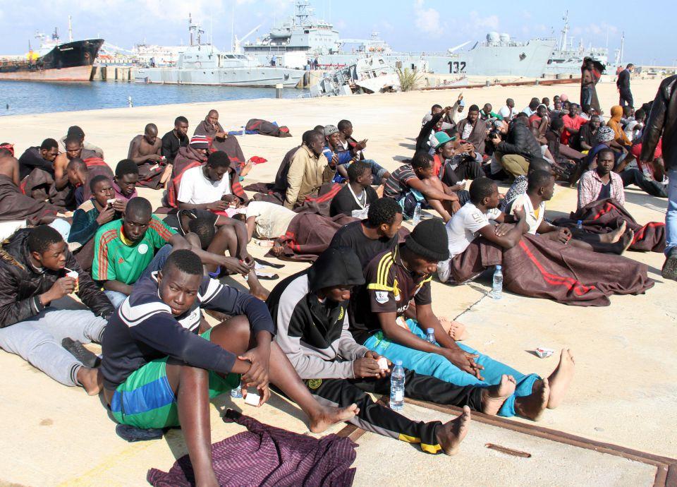 Flüchtlinge am Strand von Tripolis