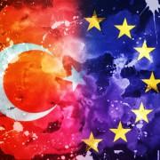 Flagge der EU und der Türkei: Ankara fordert, Brüssel kuscht Foto:  picture alliance/chromorange