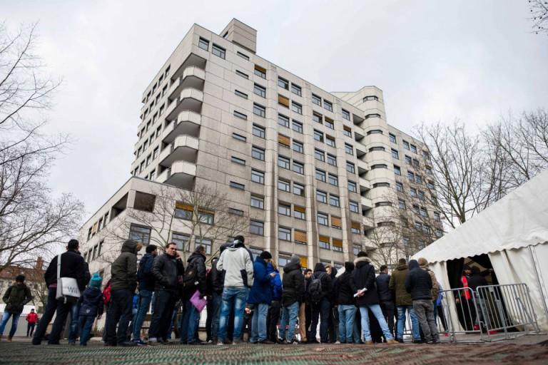 Asylbewerber am LaGeSo in Berlin