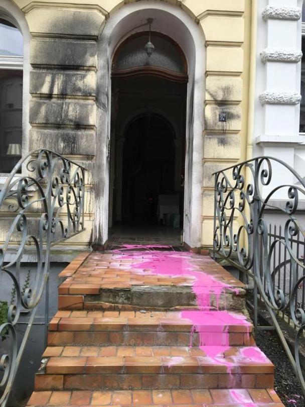 Farbanschlag auf Pirinccis Haus