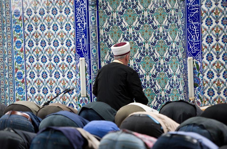 Muslime beten in DiTiB-Moschee