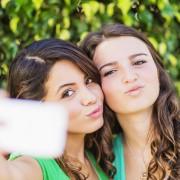 Selfie bester Freundinnen Foto:  picture alliance/Bildagentur-online