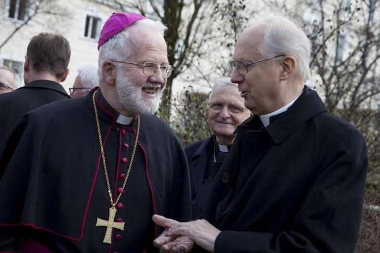 Bischof Andreas Laun (l)