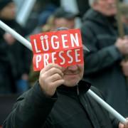 Lügenpresse: Von Politik und Wirtschaft beeinflußt Foto: (c) dpa