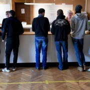 Asylbewerber: Länder sollen bei Nicht-Aufnahme Strafen zahlen Foto: (c) dpa