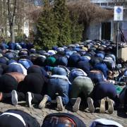 Moslems beten in Magdeburg: Bürger immer islamkritischer Foto: dpa