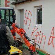Falsche Fährte: Die angeblich fremdenfeindlichen Schmierereien in Vorra entpuppten sich als das Werk kosovarischer Bauarbeiter Foto: dpa