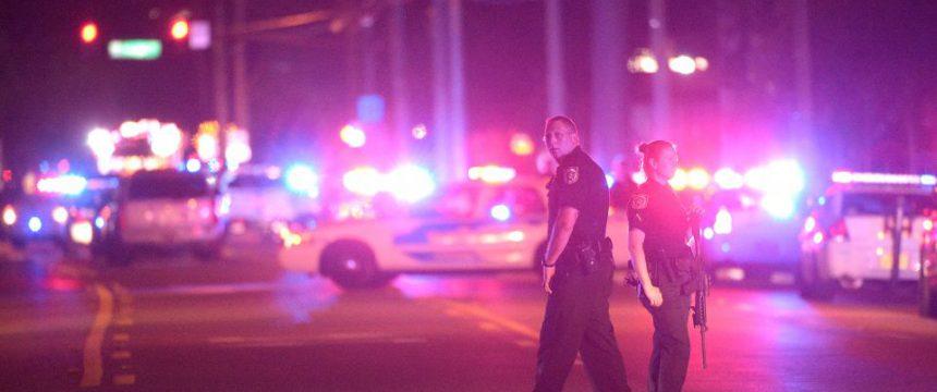 Polizisten vor dem Nachtclub in Orlando, Schauplatz eines Attentats: Terror durch Mohammed selbst legitimiert Foto:     picture alliance / AP Images