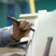 Steinmetz bei der Arbeit: Baugewerbe wünscht sich den Meisterbrief zurück Foto: picture alliance / dpa Themendienst