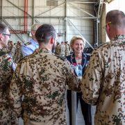 Bundesverteidigungsministerin Ursula von der Leyen in Incirlik: Bundeswehr bleibt in jedem Fall in der Türkei stationiert Foto:  picture alliance / dpa