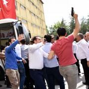 Ein Mob versucht angeblich in den Putsch verwickelte Richter zu ermorden: Die türkische Regierung schafft mit äußerster Brutalität Fakten Foto: picture alliance / abaca