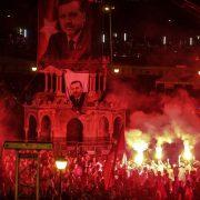 Erdogan-Anhänger: Treuekundgebungen für ihren Präsidenten Foto: dpa