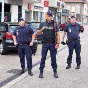Polizisten in der Nähe des Tatorts bei Saint-Etienne-du-Rouvray Foto: picture alliance/dpa