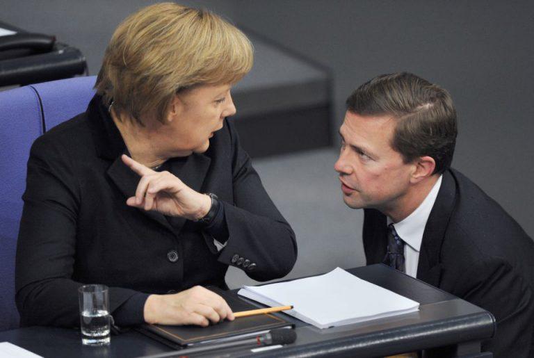 Merkel (l) und Steffen Seibert