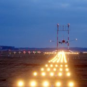 Landeanflug auf dem Flughafen Köln-Bonn: Der Bundesregierung wird alles zugetraut Foto: picture alliance / JOKER