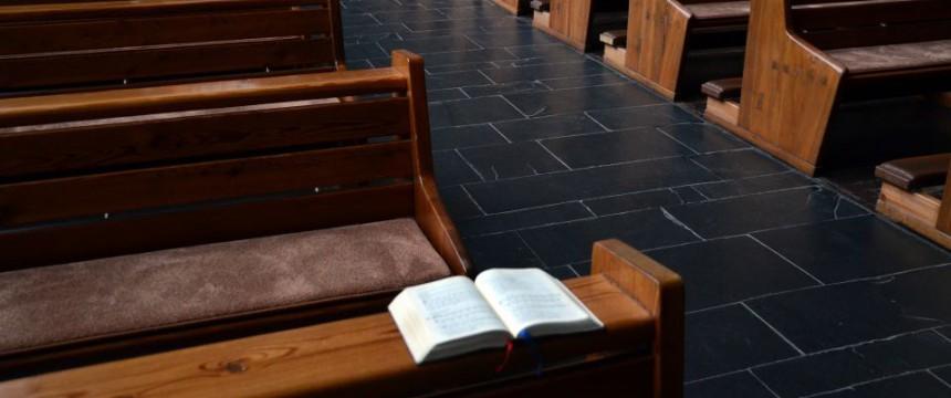 Leere Kirchenbänke (Symbolbild): Angst vor Terror Foto: picture alliance/Horst Ossinger