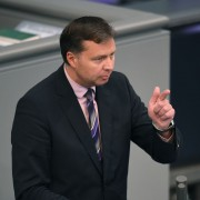 Stephan Mayer: Demokratie nicht mit Feinden der Demokratie verteidigen Foto:     picture alliance/Sven Simon