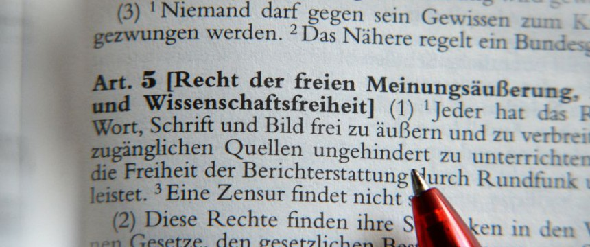 Auszug aus dem Grundgesetz Foto: picture alliance/ZB