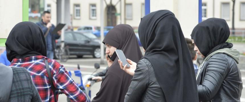 Moslemische Frauen in Deutschland: Luckenwalde wirft Kopftuchträgerin raus Foto: picture alliance / Winfried Rothermel