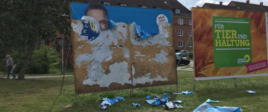Zerstörtes AfD-Plakat in Rostock Foto: AfD