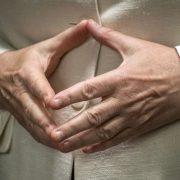Hände von Kanzlerin Angela Merkel (CDU): Regierung hat in der Asylkrise viel Vertrauen verspielt Foto: picture alliance/dpa
