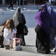 Verschleierte und unverschleierte Frauen in der Frankfurter Innenstadt Foto: picture alliance / dpa