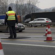 Grenzübergang Kiefersfelden: Polizei sperrt Autobahn Foto: picture alliance/APA/picturedesk.co