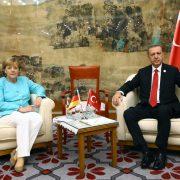 Bundeskanzlerin Angela Merkel und Staatspräsident Reccep Tayyip Erdogan: Der letzte Rest von Respekt verloren Foto:     picture alliance / AA