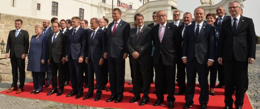Teilnehmer der Bratislava-Konferenz: Sich einig, sich einigen zu wollen Foto: picture alliance / dpa