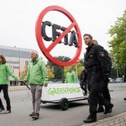 Anti-Ceta-Demo vor SPD-Konvent: Lob und Widerspruch für Entscheidung Foto:     picture alliance/dpa