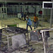 Brandstiftung: Tausende Flüchtlinge sind nach Feuer im Auffanglager in Bewegung Foto: (c) dpa