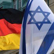 Flaggen von Deutschland und Israel in Berlin Foto: dpa