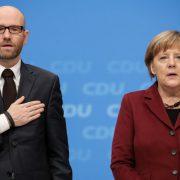Tauber und Merkel: Der CDU-Generalsekretär hat den Bundestagswahlkampf bereits ausgearbeitet Foto: picture alliance / dpa
