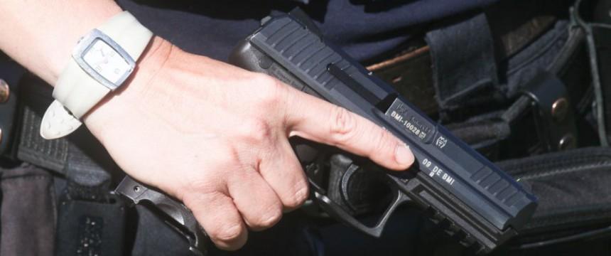 Dienstwaffe: Die Bremer Jusos fordern eine Entwaffnung der Polizisten Foto: picture alliance/dpa
