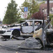 Ausgebrannte Polizeifahrzeige im Pariser Vorort La Grande Borne Foto: picture alliance/dpa
