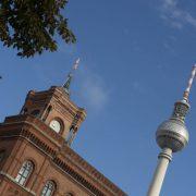 Rotes Rathaus vor dem Berliner Fernsehturm Foto: picture alliance / dpa
