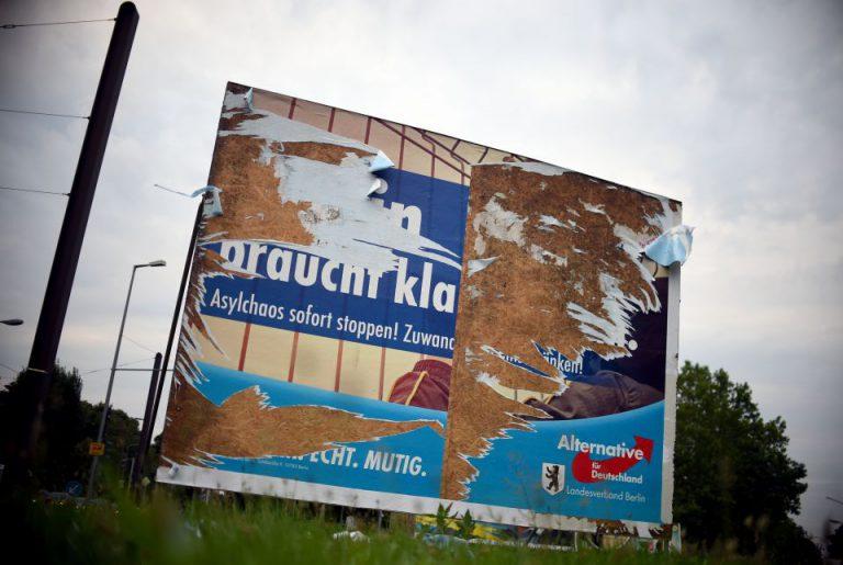 Beschädigtes AfD-Plakat