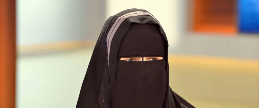 """Nora Illi, """"Frauenbeauftragte"""" des """"Islamischen Zentralrats Schweiz"""" bei Anne Will Foto: picture alliance/ZB/dpa"""