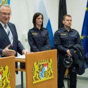 Joachim Herrmann: Der bayrische Innenminister ordnete Grenzkontrollen rund um die Uhr an Foto: picture alliance / Daniel Karmann/dpa