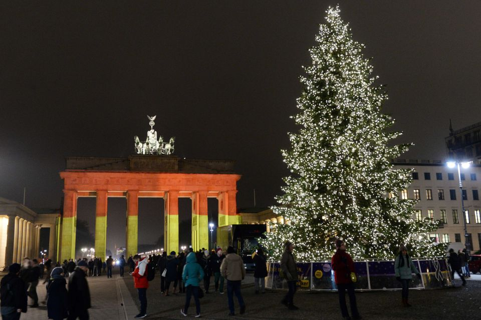 Das Brandenburger Tor in den Nationalfarben nach dem Anschlag in Berlin Foto: picture alliance/dpa/AA