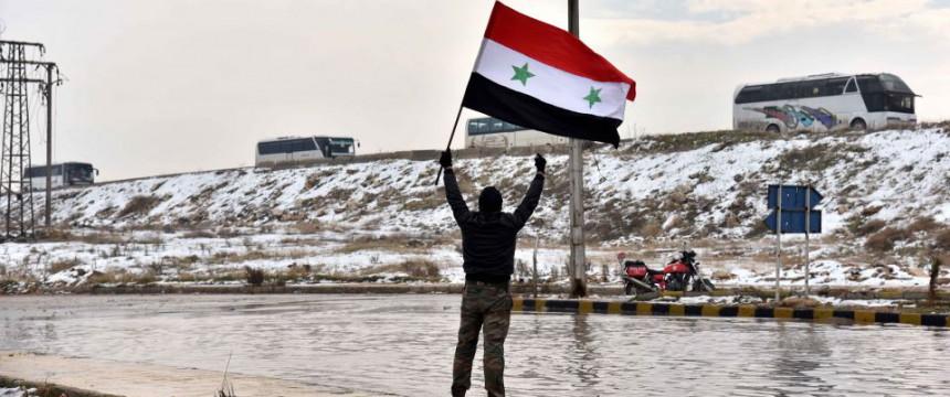 syrischer fl chtling macht heimaturlaub in aleppo junge. Black Bedroom Furniture Sets. Home Design Ideas
