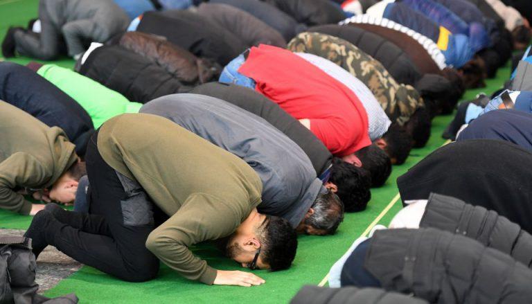Moslems beim Freitagsgebet