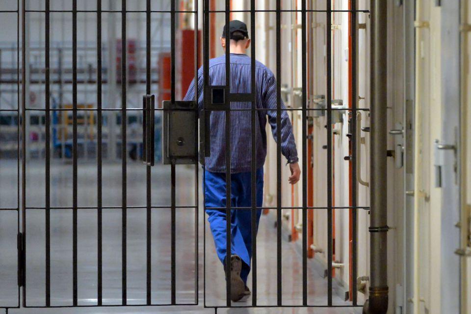 Häftling in Justizvollzugsanstalt