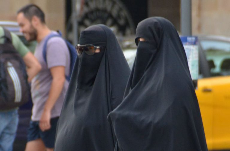 Frauen in Burka