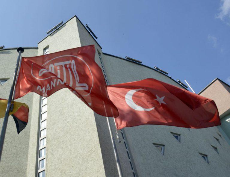 Ditib- und Türkeifahne