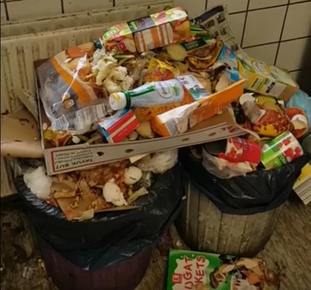 Müll in Aufnahmeeinrichtung