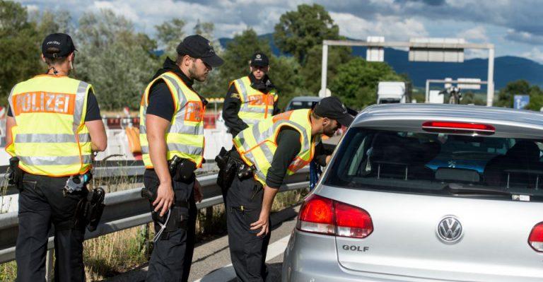 Bundespolizei bei Grenzkontrolle