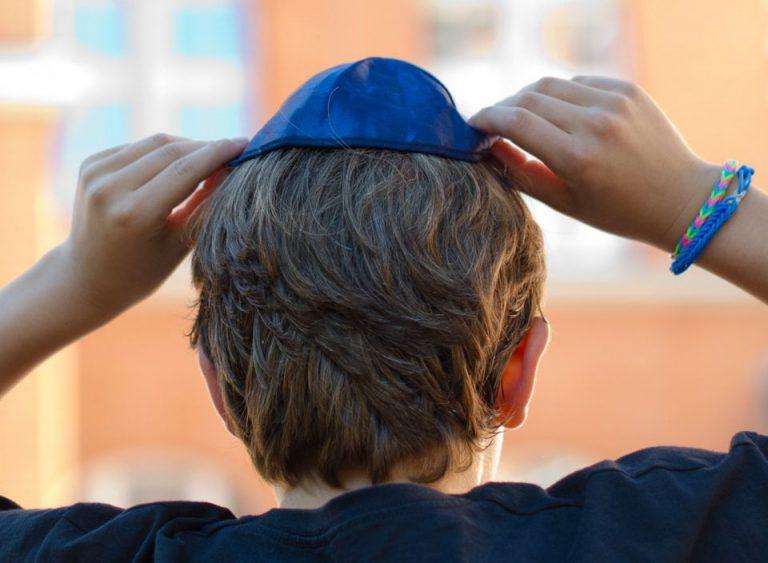 Jüdisches Kind mit Kippa