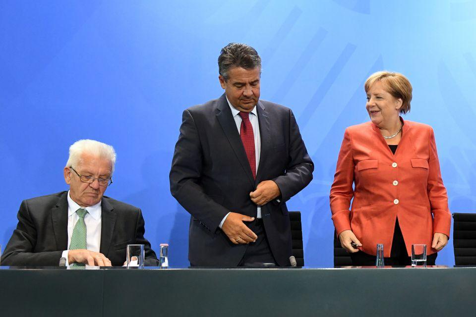 Baden-Württembergs Ministerpräsident Winfried Kretschmann (Grüne), Bundesaußenminister Sigmar Gabriel (SPD) und Bundeskanzlerin Angela Merkel (CDU)