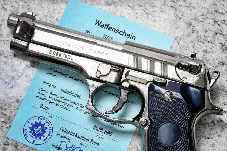 Waffenbesitzkarte (Symbolbild): Foto: picture alliance / blickwinkel
